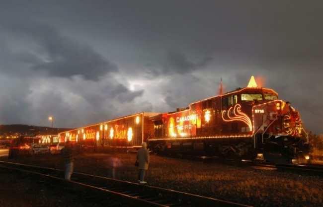 canadian pacific holiday train arrives at steamtown nhs on