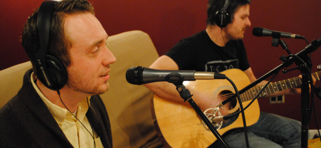 EXCLUSIVE: Video and stream/download of live acoustic version of 'Cat Sitting LA' by Dan Rosler