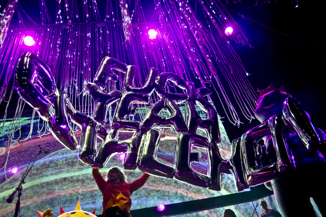 CONCERT REVIEW: Mushrooms, aliens, and simulated nudity – Flaming Lips get weird at Bethlehem's Musikfest