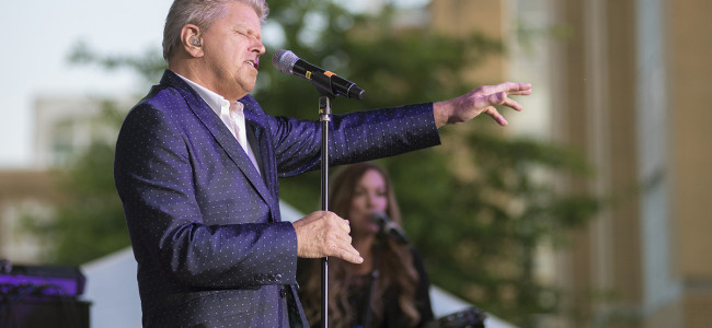 PHOTOS: Peter Cetera of Chicago at Misericordia Under the Stars Summer Arts Festival, 07/29/17
