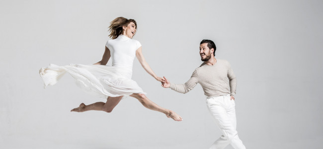 Jenna Johnson and Val Chmerkovskiy of 'Dancing with the Stars' meet fans at Mohegan Sun Pocono on March 29