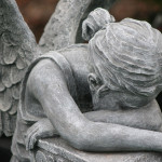 crying angel statue grave