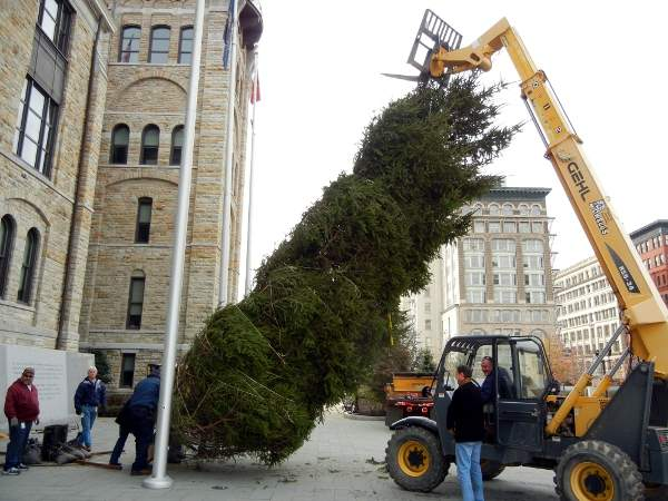 Lackawanna County lighting Courthouse Christmas tree with carols and ...