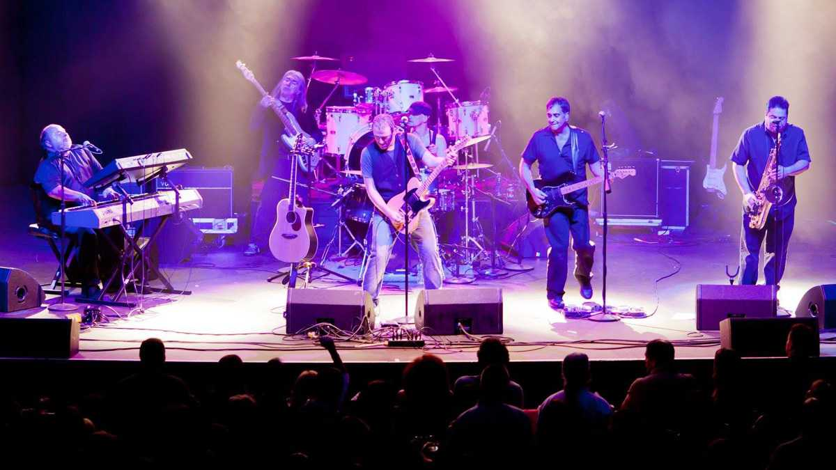 B Street Band Performs With Original Bruce Springsteen Drummer In